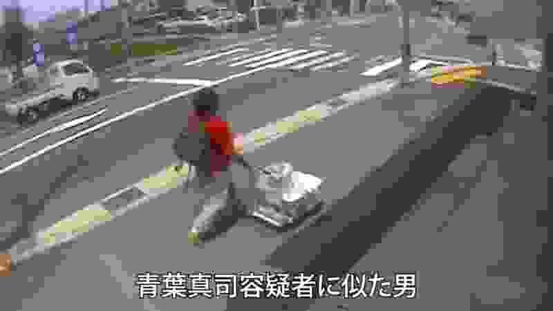 ガソリン缶を乗せ台車押す犯人 京アニ火災