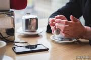 iPhone-Effekt - Wie Handys unsere Gespräche beeinflussen