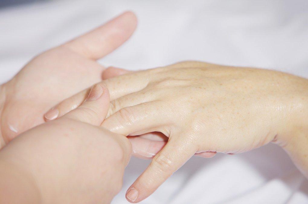 exfoliar las manos manicura