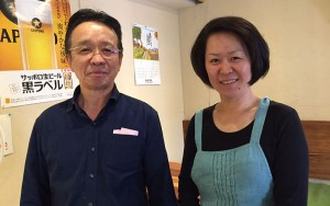 創業者の内野久さん(左)