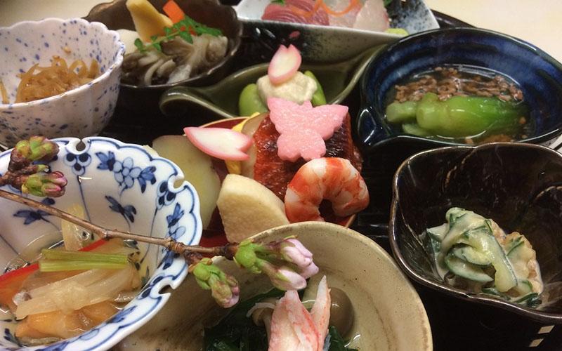 フランス料理を気軽に美味しく楽しんで!【懐石・会席料理、割烹・小料理 秋初月】(183号)