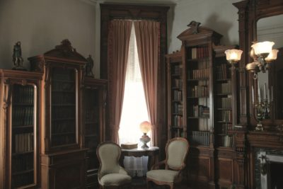 vintage-mansion-library