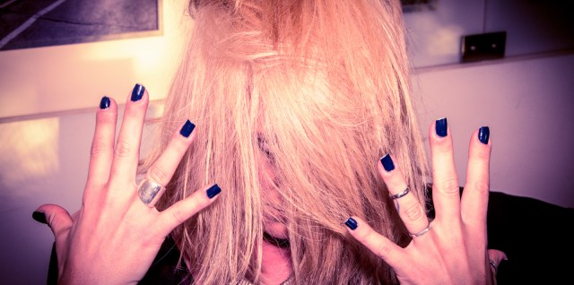 Roey's hair and nails