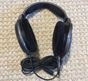 Picture of the Sennheiser HD650 Around Ear Headphones, side view.