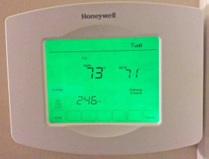 Honeywell thermostat not cooling down: Picture of the screen of the Honeywell RTH8580WF thermostat, in System mode.