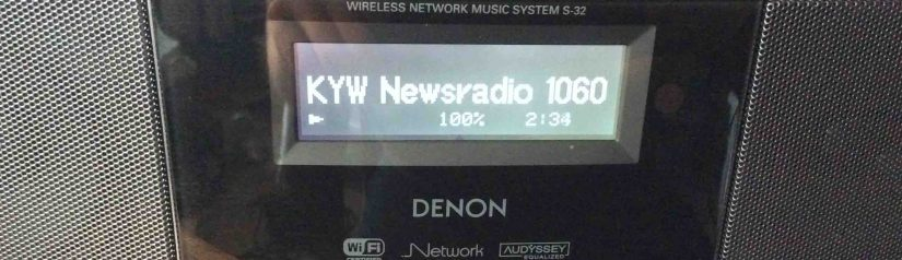 Picture of the Denon S-32 Internet Radio, successfully playing an audio stream.
