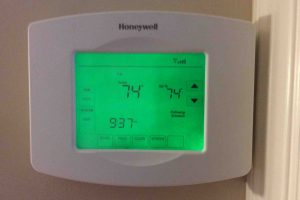 Picture of the Honeywell RTH8580WF Thermostat operating normally, prior to reset to factory defaults.