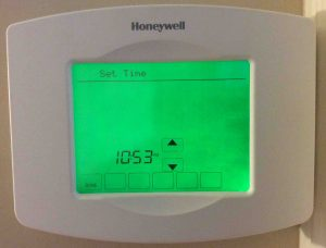 Picture of the Honeywell RTH8580WF Thermostat, displaying the time after setting.
