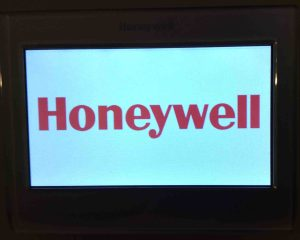 Reset Honeywell thermostat settings: Picture of the RTH9580WF smart thermostat, showing the Boot screen after reset.