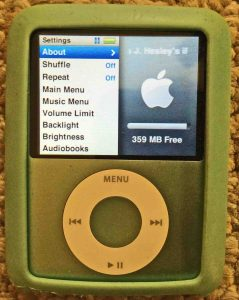 Picture of the iPod Nano 3rd Gen Portable Player, displaying its Settings menu.