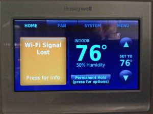 Picture of the Honeywell wireless thermostat, displaying its -Lost Wi-Fi Signal- message.