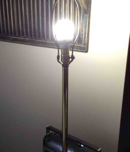 Picture of the Cree™ 100w LED daylight 5000k dimmable A21 light bulb, operating In living room lamp, with the shade removed.