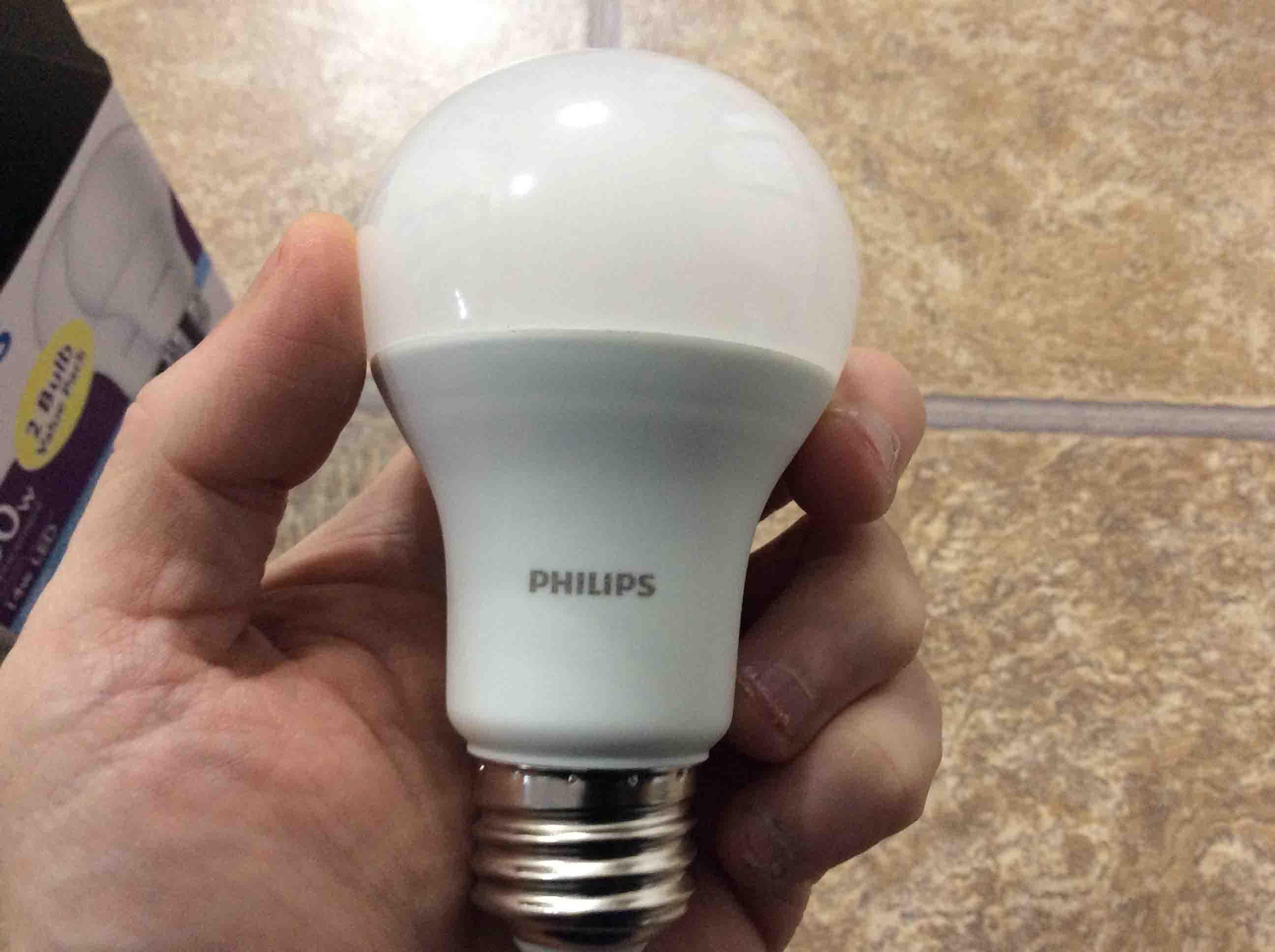PhilipsLED100wA19DaylightWhiteLightBulbHeldInHand_001 Wunderschöne Led Lampen 100 Watt Dekorationen