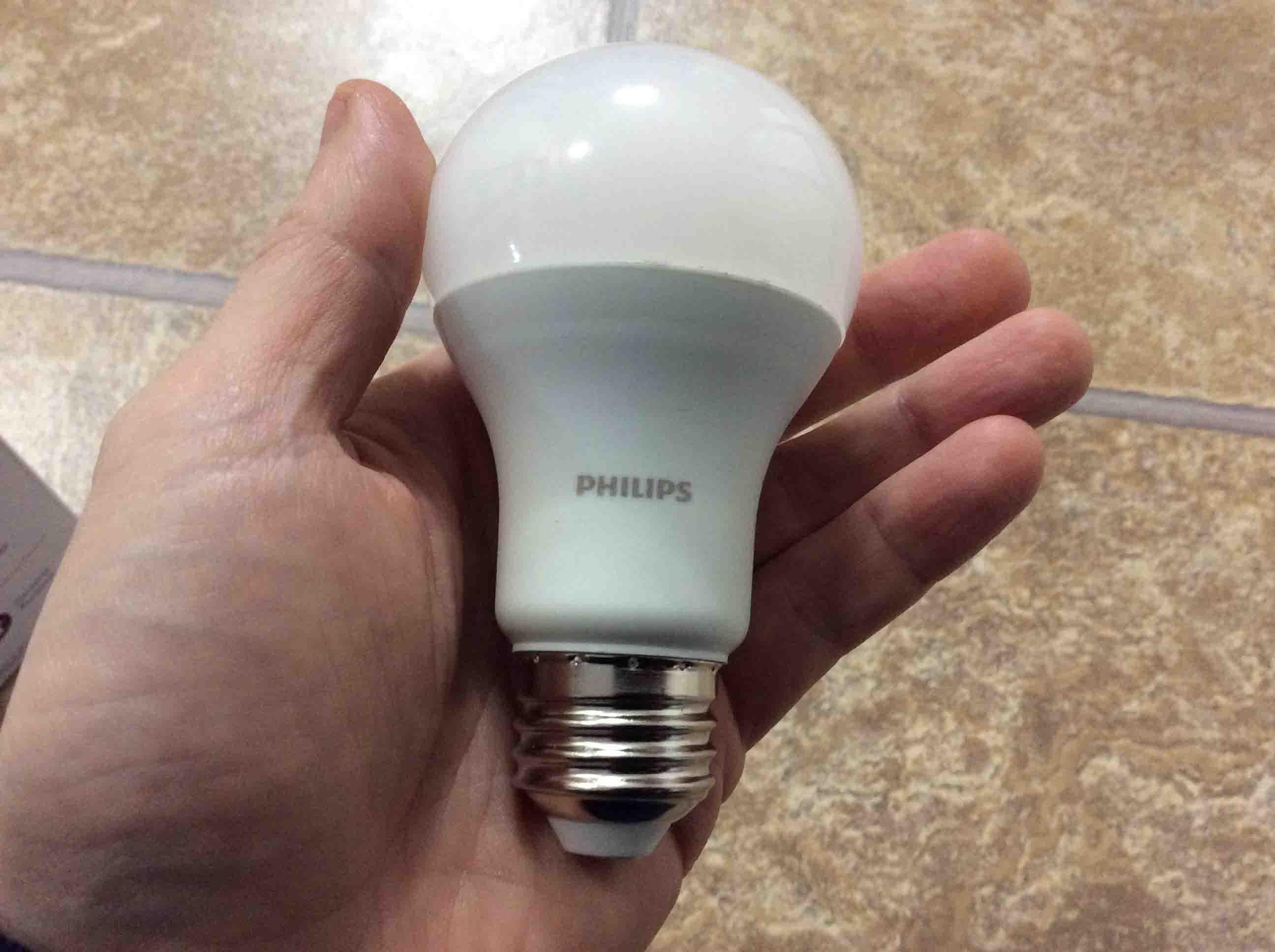 PhilipsLED75wA19DaylightWhiteLightBulbHeldInHand_001 Wunderschöne Led Lampen 100 Watt Dekorationen