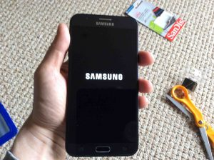 Picture of the smart phone, displaying its logo screen while powering on.  Samsung J7 Force Restart..
