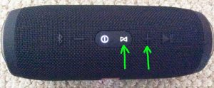 Top view picture of the JBL Charge 3 speaker, showing the -Connect- and -Volume UP- buttons highlighted.