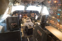 Cockpit of early 747