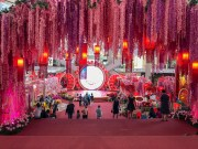 Inside the Mall main atrium - pink!