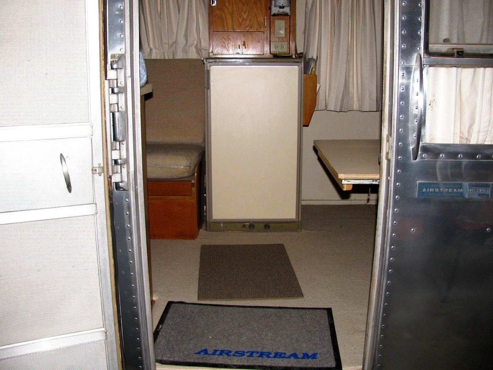 Glamping-Airstream-Safari-Interieur-Front-Verkauf