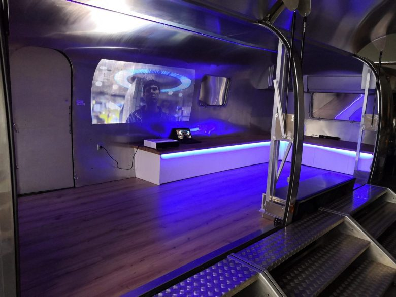 Airstream Mobile Stage Projektion 6