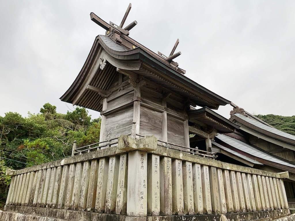 白兎神社の本殿の裏