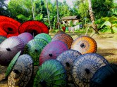 Handgemaakt parasollen in Pathein