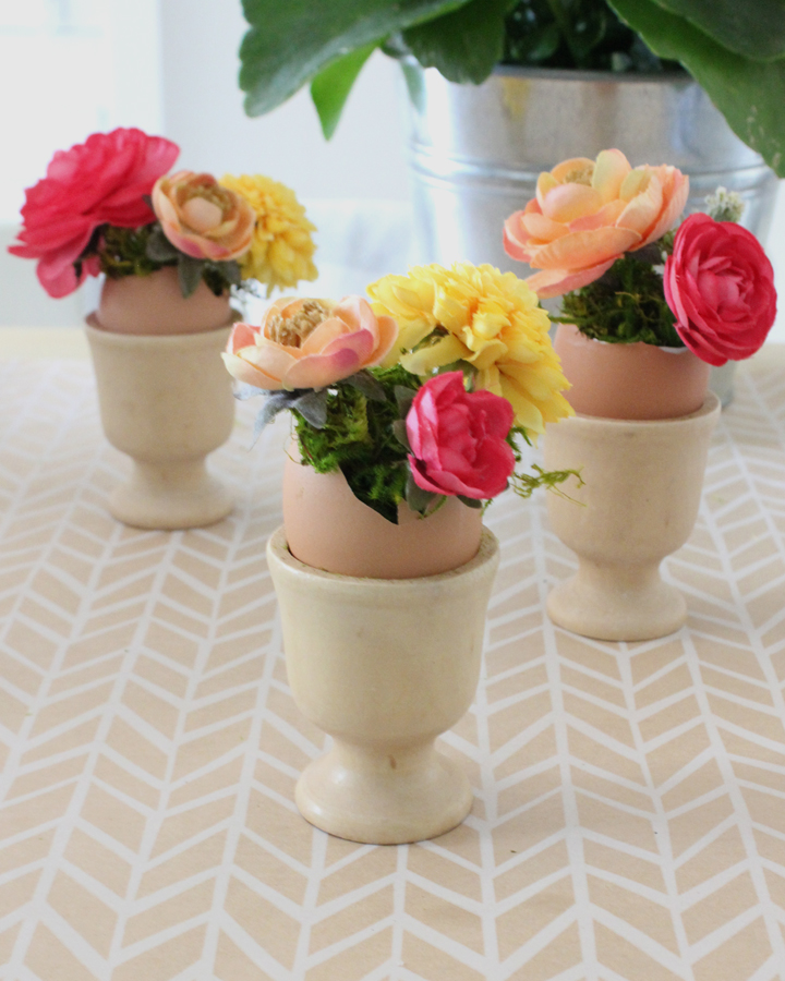 DIY Easter eggs, flowers and egg cups