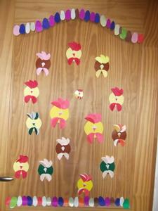 velykiniai viščiukai papuošiami durims Agnusyte2013