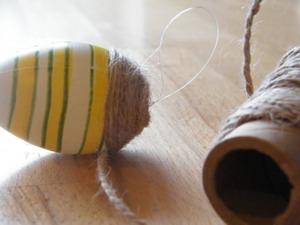 vyniojam siūlą ant kiaušinio Agnusyte2011Foto