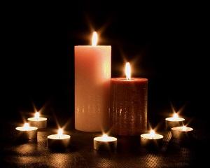 žvakių šviesa
