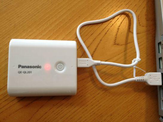 QE-QL201-W充電中表示ライトは赤