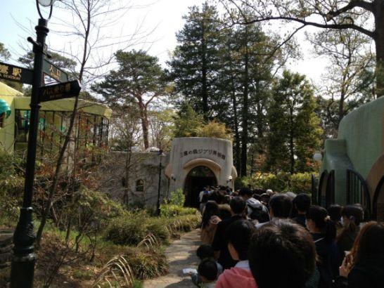 ジブリ美術館入場前の長蛇の列