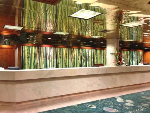 パシフィックビーチホテルのフロント
