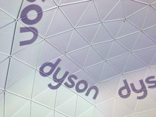dyson ドーム天井のロゴ影