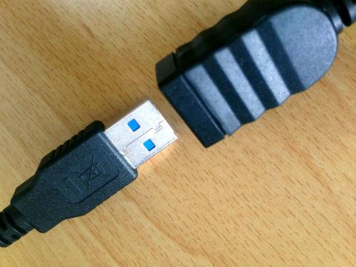 外付けHDDにUSBアダプターを接続