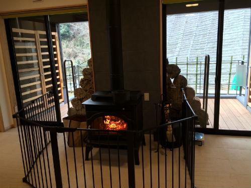 管理棟内の暖炉