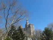 ฟ้าใส ถ่ายจากสวนสาธารณะบน Broadway (ตึกที่เห็นคือที่ว่าการเมืองนิวยอร์ก)
