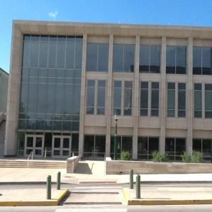 ตึกของ School of Public and Environmental Affairs