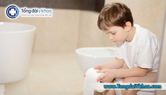 Tiêu chảy là một triệu chứng điển hình của ngộ độc thực phẩm. Nó xảy ra làm cho ruột của bạn kém hiệu quả trong việc tái hấp thu nước và các chất lỏng khác mà nó tiết ra trong quá trình tiêu hóa .