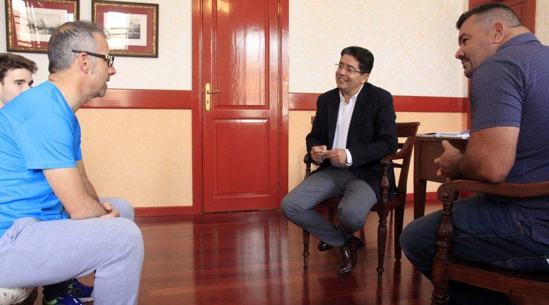 Reunión-alcalde-con-Toni-Franco-Travesía a nado Alcaraván