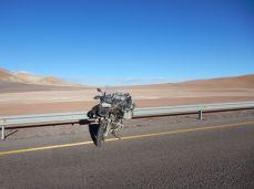Asphaltband quer durch die Wüste