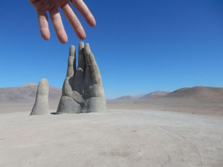 Mano de Desierto Vom Chilenischen Künstler Mario Irarrázabal
