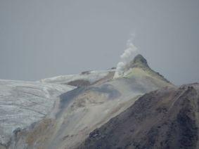 Vulkan Guallatiri Rauchender Vulkan auf dem Weg