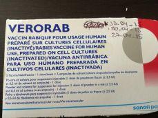 Mit der Injektionsbeschreibung auf dem Rezeptdeckel durch argentinische Spitäler