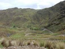 Von Cochabamba nach Indenpendencia. Am Berg zweigt der Weg nach Morochata.