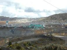 Cerro de Pasco - Die Stadt ist direkt an die Mine gebaut. Auf 4.300m ist es so richtig kalt! Keine Heizung, dafür Tee und Thermofor vor dem Einschlafen (;-))