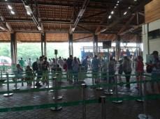 Die letzten 10 km muss man mit dem Bus zu den Wasserfällen von Iguazu