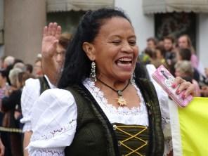 Auch die Frau von Leo ist fixer Bestandteil beim Tirolerfest in Dreizehnlinden - und das mit voller Begeisterung