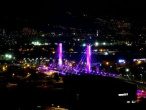 Brücke über den Medellin Fluss