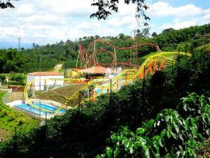 """""""Lunapark"""" feeling im Parque del Cafe - Montenegro"""